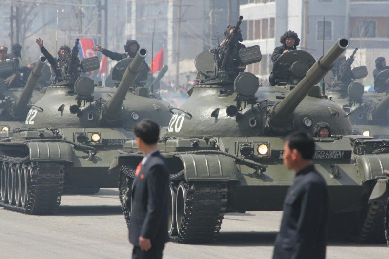 http://www.qsl.net/ah6hy/PyongyangMilitaryParade01.jpg