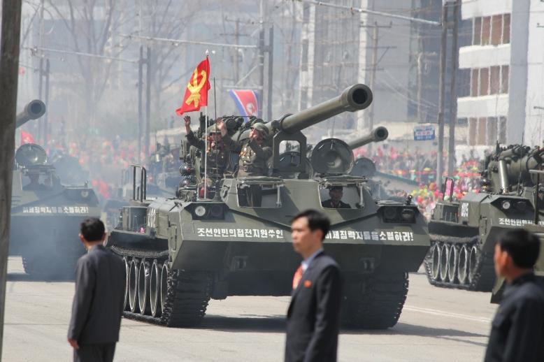 http://www.qsl.net/ah6hy/PyongyangMilitaryParade03.jpg
