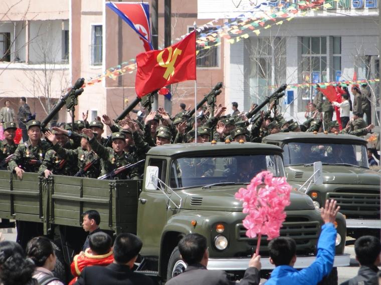 http://www.qsl.net/ah6hy/PyongyangMilitaryParade04.jpg