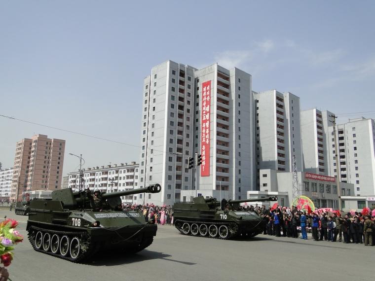 http://www.qsl.net/ah6hy/PyongyangMilitaryParade10.jpg