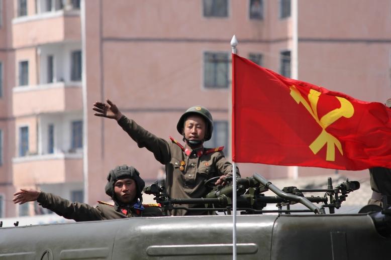 http://www.qsl.net/ah6hy/PyongyangMilitaryParade14.jpg