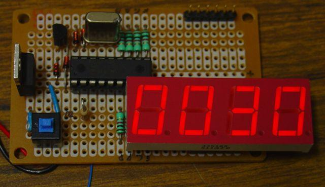 Frequency Counter Preamplifier Circuit : Frequency counter with pic and to digit led display