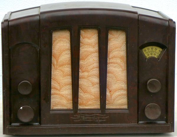Philips 940A was introduced in 1934 as a budget alternative to the newly developed superheterodyne radios for those who were content with reception of the ...