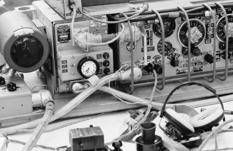Wireless set with valves
